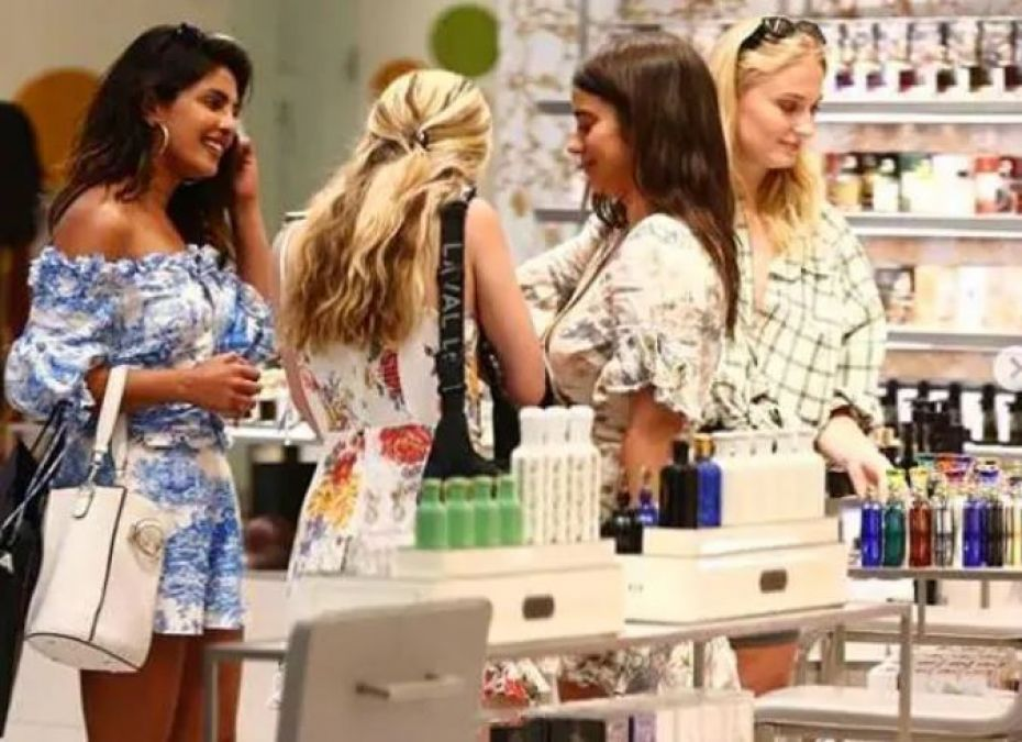 Priyanka was seen shopping with Jethani Sophie Turner, the beautiful look took millions of