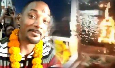 VIDEO : फिर भारतीय संस्कृति में डूबे हॉलीवुड स्टार विल स्मिथ, माथे पर तिलक लगा की गंगा आरती
