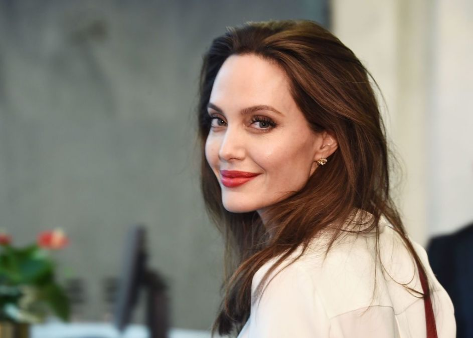 Hollywood actress Angelina Jolie hugs snake, Photo goes