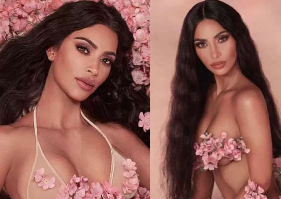 This actress wore only flowers in place of bikini; see