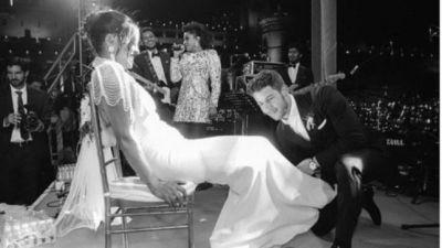 प्रियंका-निक की शादी की ये रोमांटिक तस्वीर हुई सोशल मीडिया पर वायरल