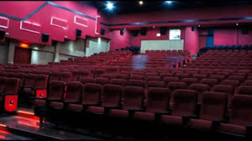 इस देश में खुले सिनेमाघर, लगेगी पूरानी फ़िल्में