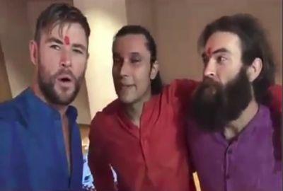 'थॉर' ने भारतीय लिबास पहनकर इस बॉलीवुड एक्टर के साथ सेलिब्रेट की दिवाली