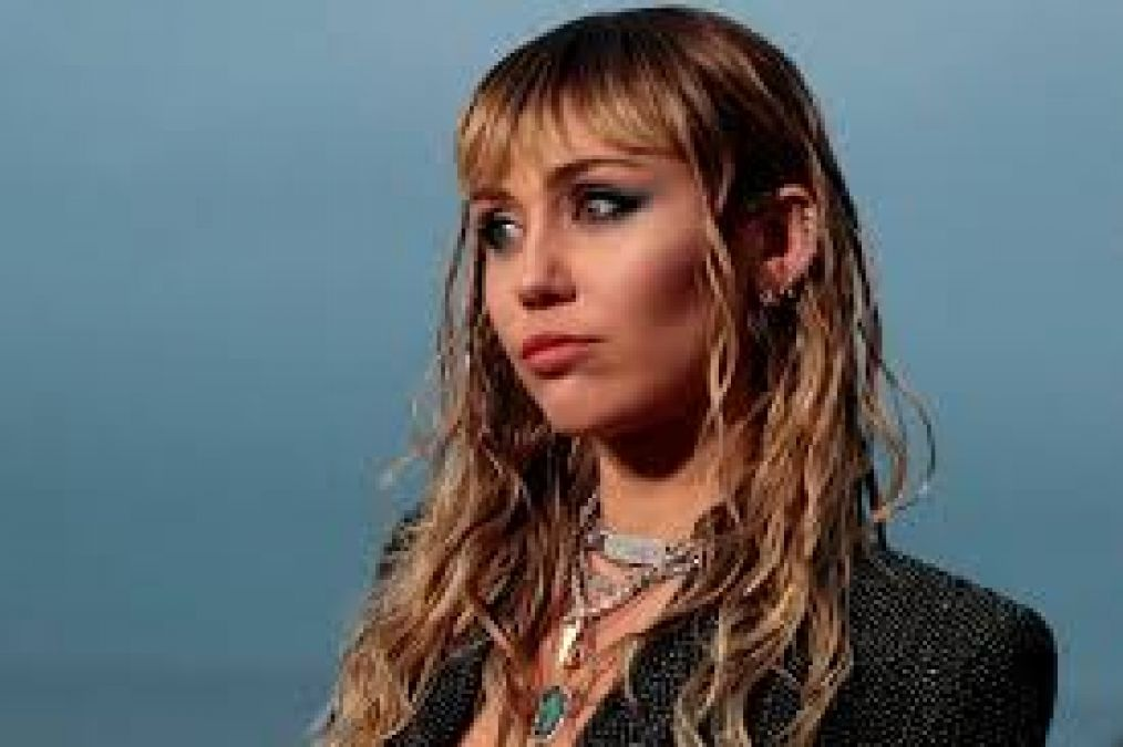 Miley Cyrus undergoes vocal cord surgery, fans wishing her for good