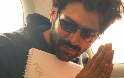 Karthik Aaryan's photo leaked from the sets of Pati Patni Aur Woh!