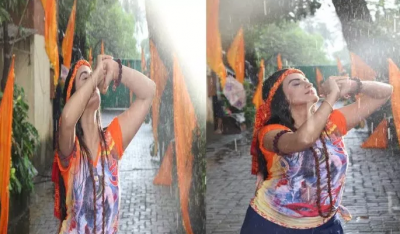 Akshara Singh completed the shooting of this song of her by getting completely wet in the rain!