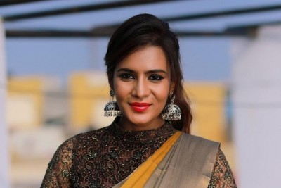 Netizens troll Meera Mithun for tagging Karanataka CM instead of Kerela CM in her tweet