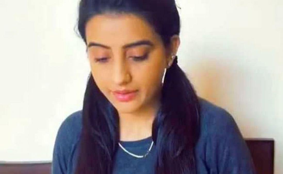 Akshara Singh's Murdering style Injured Fans' Heart, Video Will Blow your Senses!