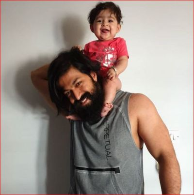 'KGF' Superstar Yash burst into tears seeing  daughter Arya in pain