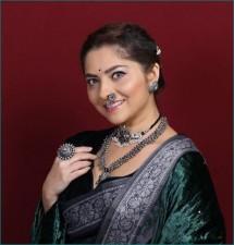 Sonali Kulkarni remembers her engagement day