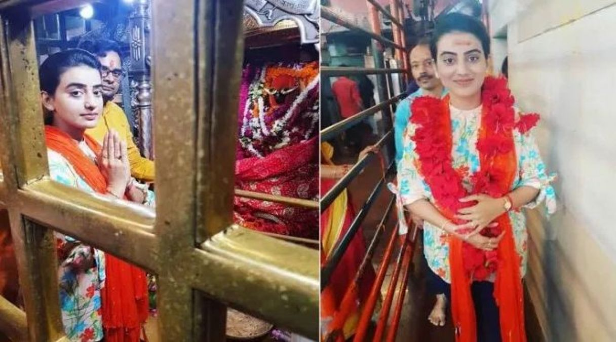 On the occasion of her birthday, Akshara Singh visited the temple!