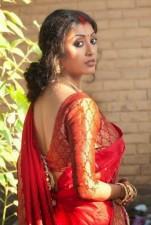 This Bengali actress looks beautiful in black & yellow dress