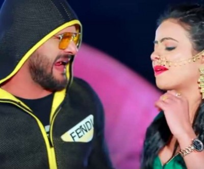 Khesari Lal performs with Antra Singh lashes out on this tremendous song