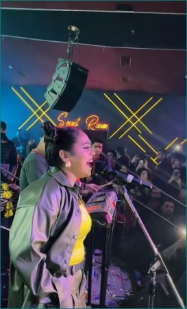 अफसाना खान ने दर्शकों के बीच गाया 'तितलियाँ', वीडियो हो रहा वायरल