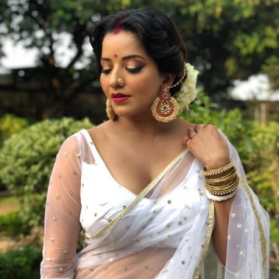 Monalisa shares dance video in saree, fans go amazed