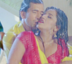 'Monalisa and Nirhua' romance in the rain, the popularity of the video is in millions!