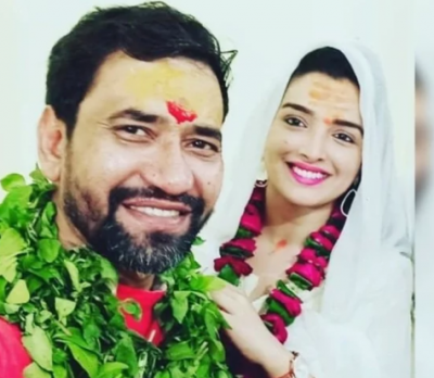 Nirhua and Amrapali's went to worship Lord Vindhyavasini, Fans say get married!