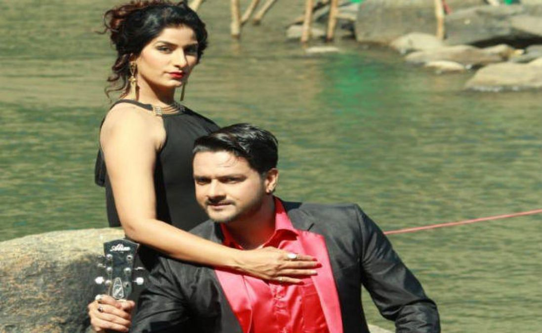 Poonam Dubey and Gaurav Jha show romantic style