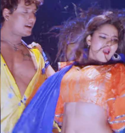 Video: Hot moves of  'Sunny Singh' aka Pallavi sparked on the internet!
