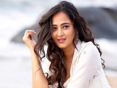 Amidst Twitter controversy Bahubali fame Anushka Shetty joins 'Koo app', Kangana following her