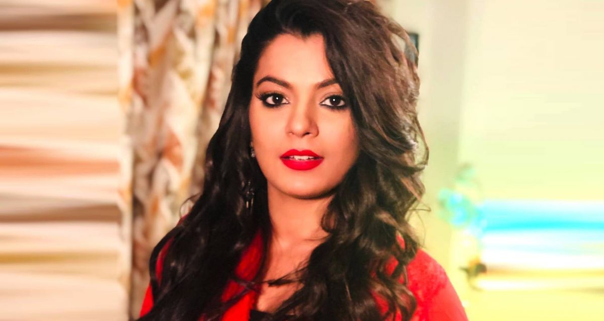 Nidhi Jha caused havoc in the song with her bold style, watch videos here