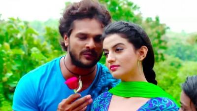 Akshara Singh and Khesari's tremendous dance rocks the Internet