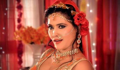 Bhojpuri actress Seema Singh's sexy dance is creating a ruckus, watch the video here