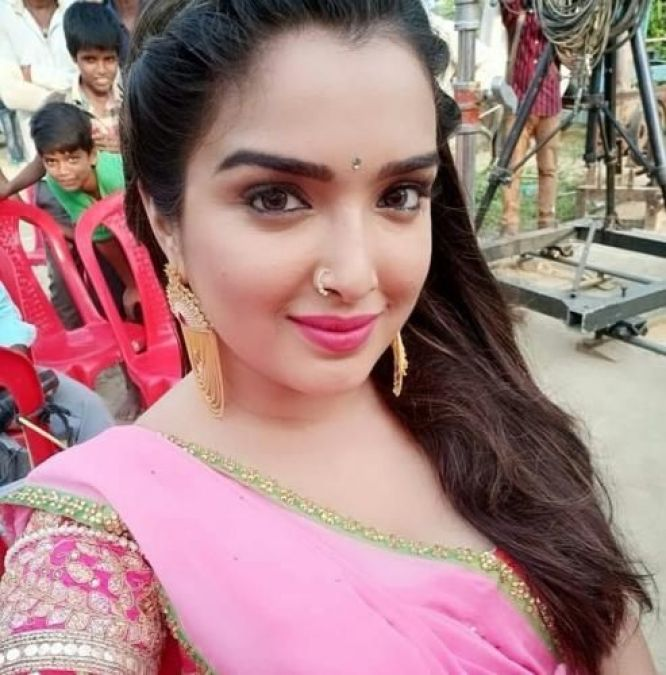'Amrapali Dubey' did a hot dance with this actress, watch the video here!