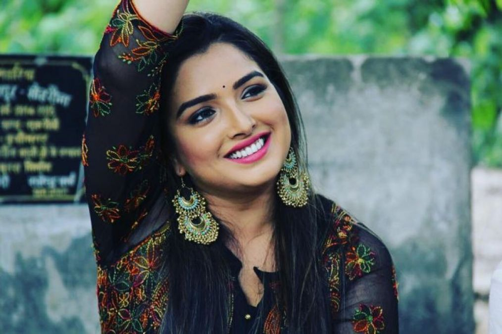 Amrapali Dubey's stylistic avatar surfaced, Rakhi Sawant praised her