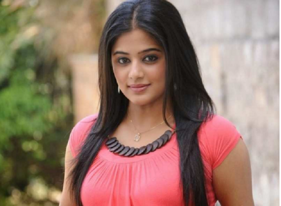 Priyamani is not comfortable about intimate scenes, said this