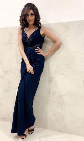 ब्लू ड्रेस में करिश्मा तन्ना ने लगाई इंस्टाग्राम पर आग