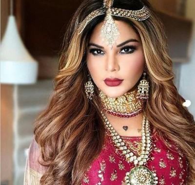 Rakhi Sawant walking in PPE kit due to the effect of coronna, see photos