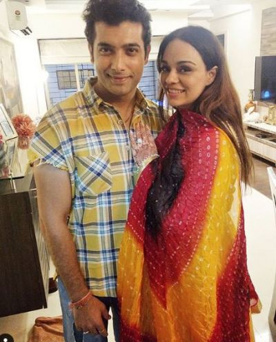 शादी के बाद सामने आई शारद मल्होत्रा और उनकी पत्नी की पहली तस्वीर
