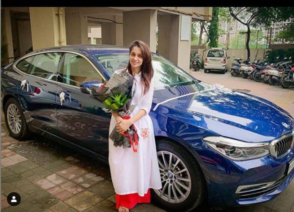 Deepika and Shoaib again purchase a car worth 75 lakh, share photos!