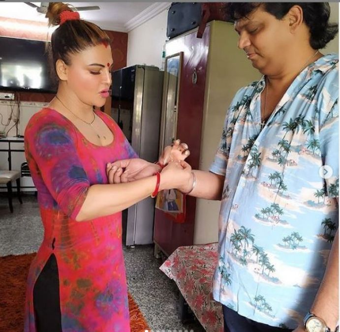 This is how Rakhi Sawant celebrated Rakhi with her brother, viral video