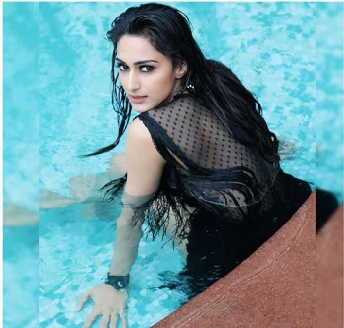 Erica enjoys in swim pool, chech out pic