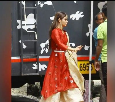 Mouni Roy wins hearts in her traditional look, check out pic here