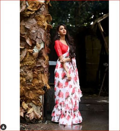 Prerna aka Erica Fernandez robbed all limelight by wearing the red Saree, see Viral Photos!