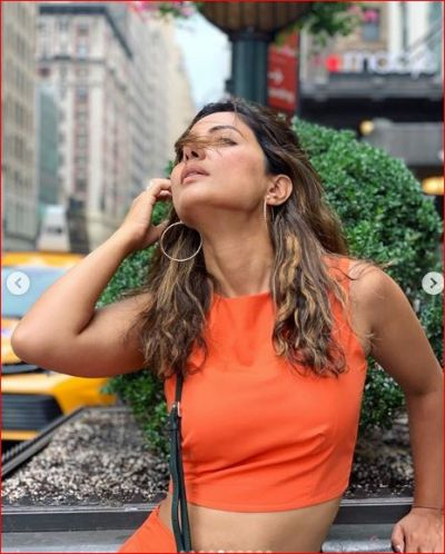 Hina Khan Shares Photo in an Orange attire, Fans become Uncontrollable!