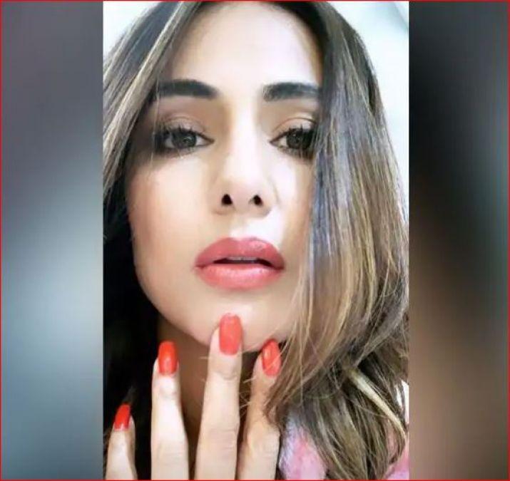 Hina Khan is busy in Vikram Bhatt's film, shares photos