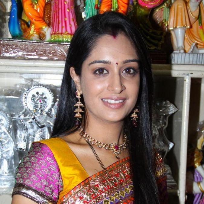 TV Actress 'Deepika Kakkar' was seen doing this during the rainy season!