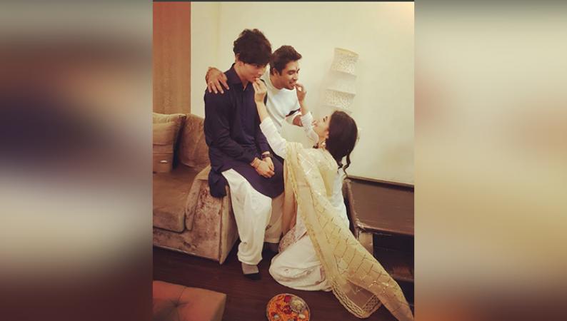 अक्षय कुमार की ऑनस्क्रीन पत्नी ने इस अंदाज में मनाई राखी