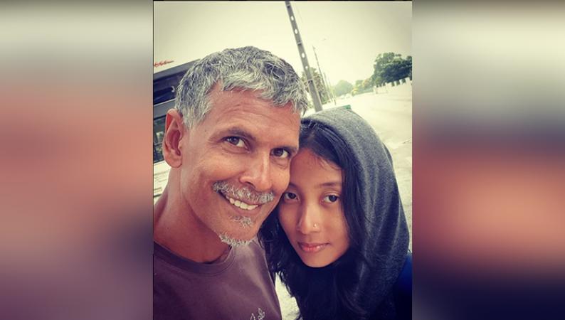 26 साल छोटी पत्नी के किस करने के बाद मिलिंद सोमन ने कही ये बात