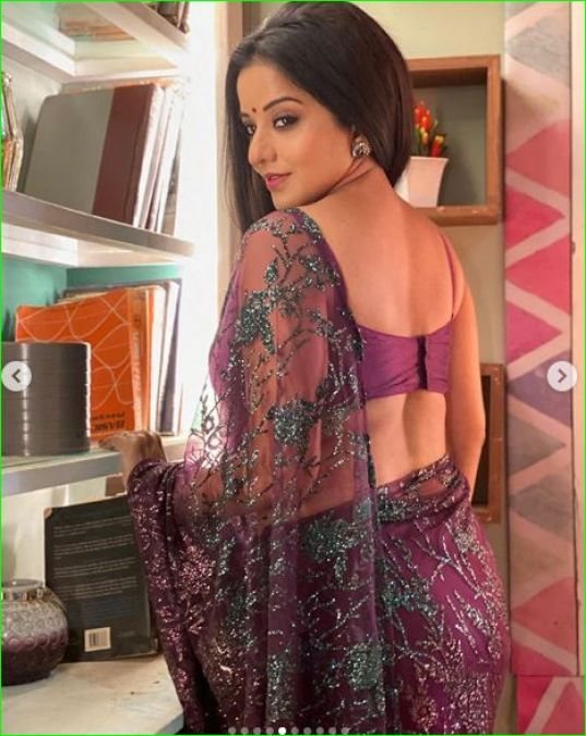 Monalisa raises temperature with her bold look in purple saree, See