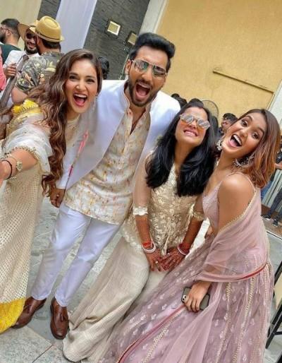 Mouni Roy Dances At Punit Pathak's Wedding Reception, Watch Video