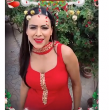 इस हॉट अंदाज में निया शर्मा ने दी फैंस को क्रिसमस की बधाई