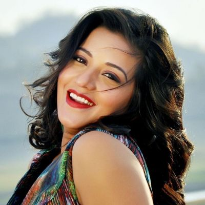 Bhojpuri actress Monalisa set fire on Internet with her dance, Watch video here