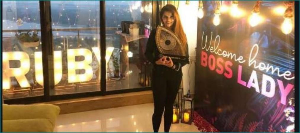 रुबीना ने ट्रॉफी के साथ घर में ली एंट्री, घरवालों ने लिखा 'वेलकम लेडी बॉस'