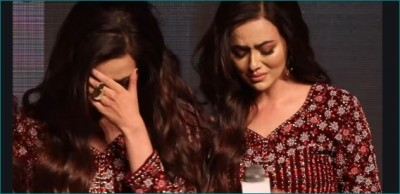 Sana Khan wept bitterly on stage during promotion, video going viral
