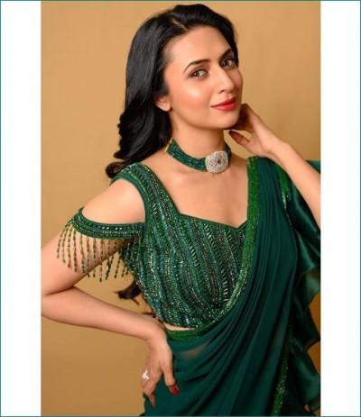 Divyanka Tripathi wore designer green saree at Dadasaheb Phalke Award 2020